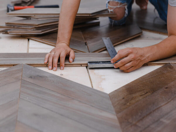 How to Choose Commercial Vinyl Flooring: 7 Essential Facts